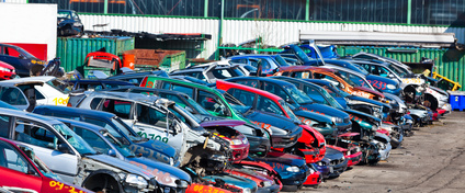 Autos auf Schrottplatz